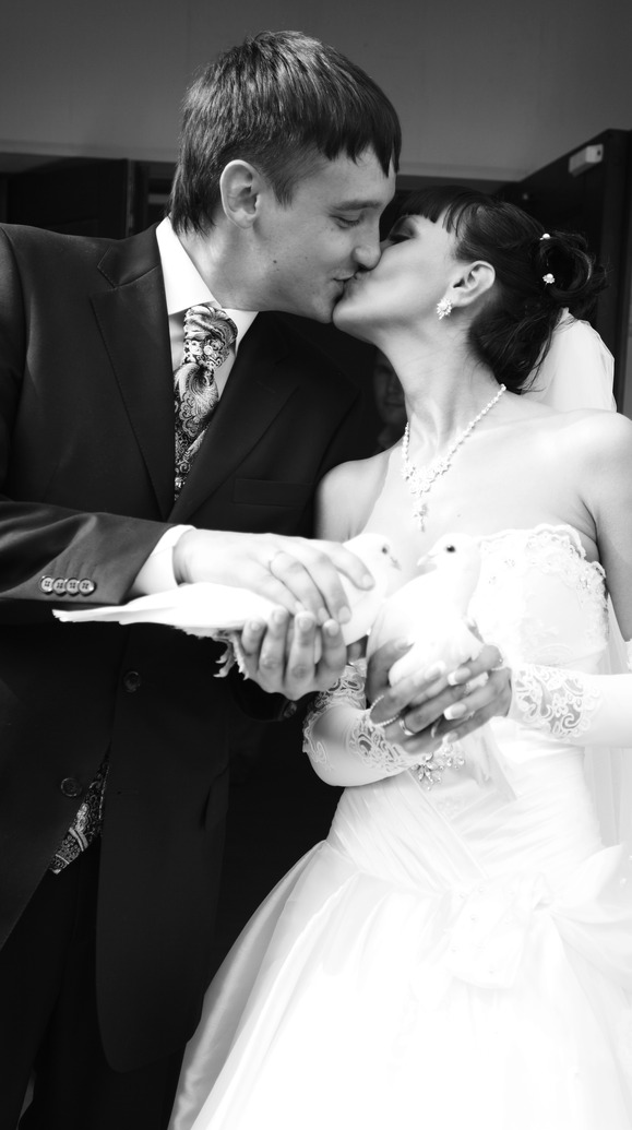 Black & White Portrait of Bride and Groom Kissing and Doves
